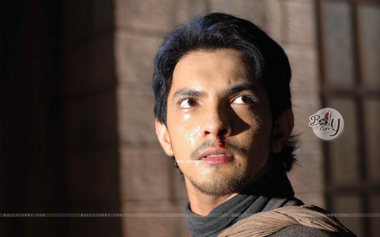 Aditya Narayan Looking Shocked 56541 Size1280x800