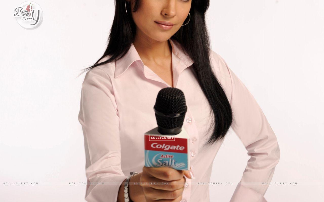 Lara Dutta (56797) size:1280x800
