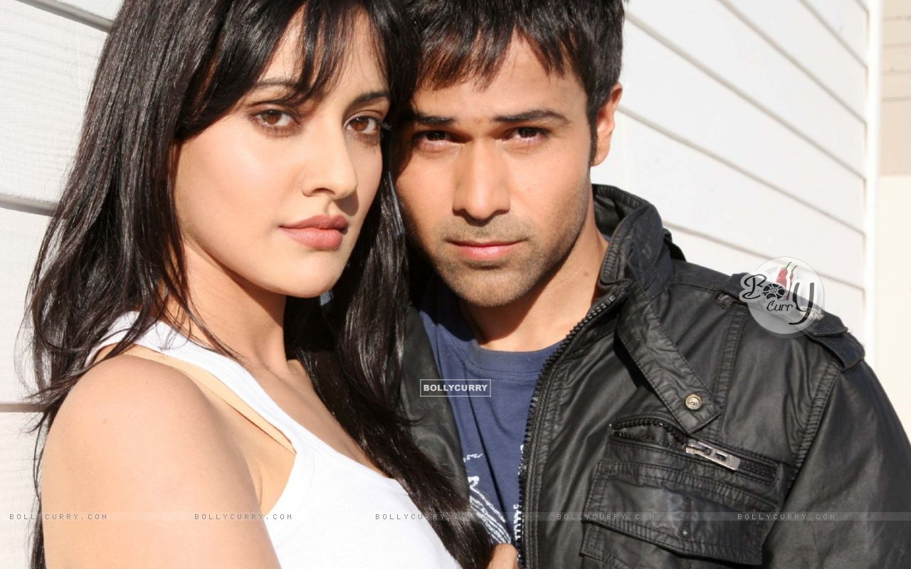 Still image of Emraan Hashmi and Neha Sharma (97389) size:1280x800
