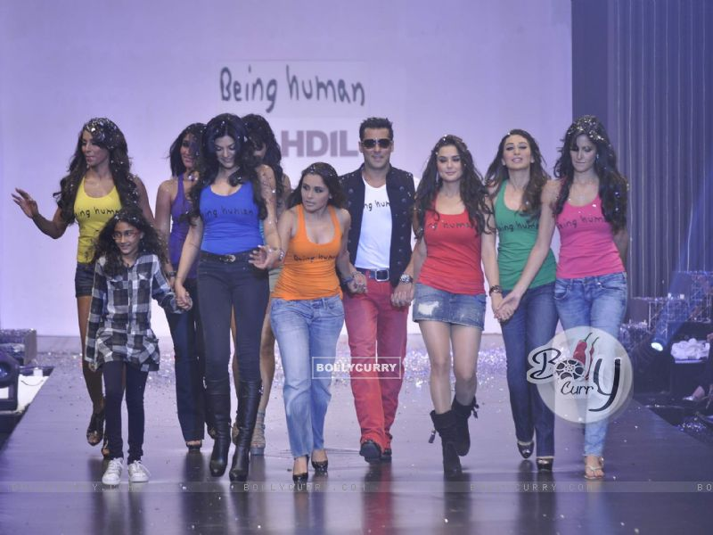 Salman Khan with Karishma, Rani, Sushmita, Preity, Priyanka, Bipasha, Katrina at Being Human show (101029) size:800x600