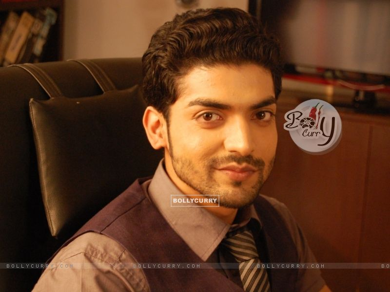 Direct Wallpaper Sized images of Gurmeet Choudhary in tv show Geet Hui Sabse