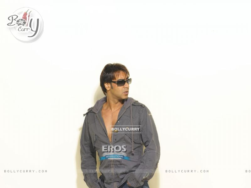 Ajay Devgan looking hot (12279) size:800x600