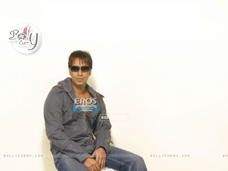 Ajay Devgan looking handsome (12282) size:800x600