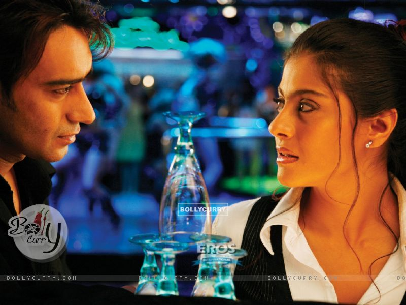Ajay and Kajol looking in each other eyes (12302) size:800x600