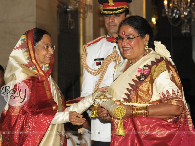 The President, Pratibha Devisingh Patil presenting the Padma Shri Award to Usha Uthup, at an Investiture Ceremony II, at Rashtrapati Bhavan, in New Delhi (128225) size:800x600