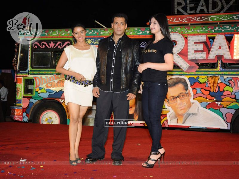 salman khan and zarine khan ready. Salman Khan with Asin and