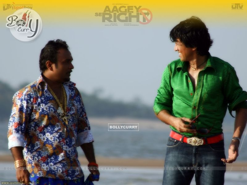 Kay Kay Menon talking to a man (15483) size:800x600