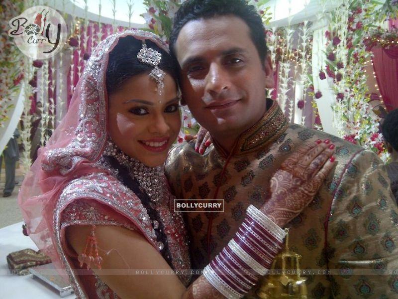 Natasha with Vikram in Bade Acche Laggte Hai (155377) size:800x600