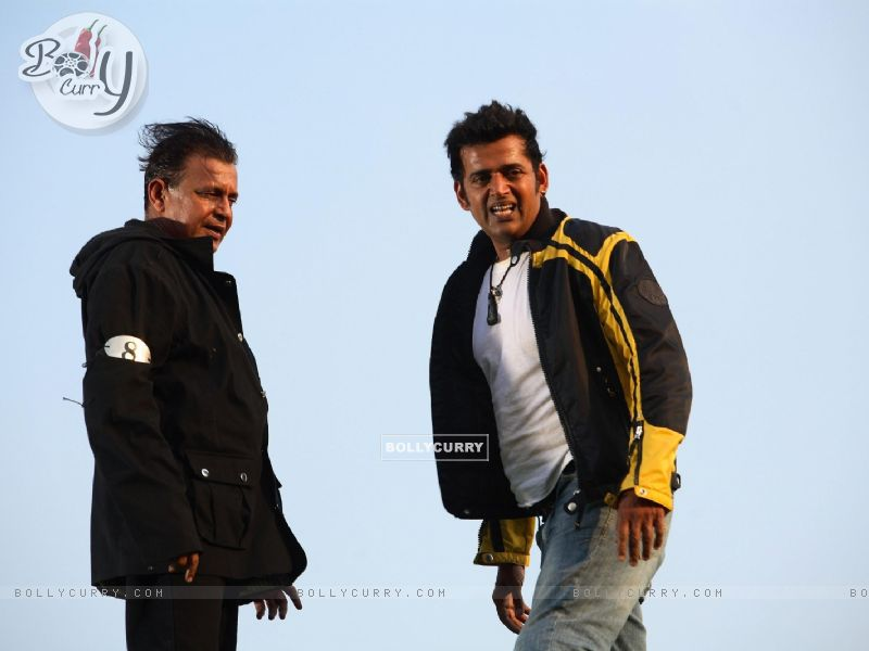 Mithun and Ravi looking relaxed (20294) size:800x600