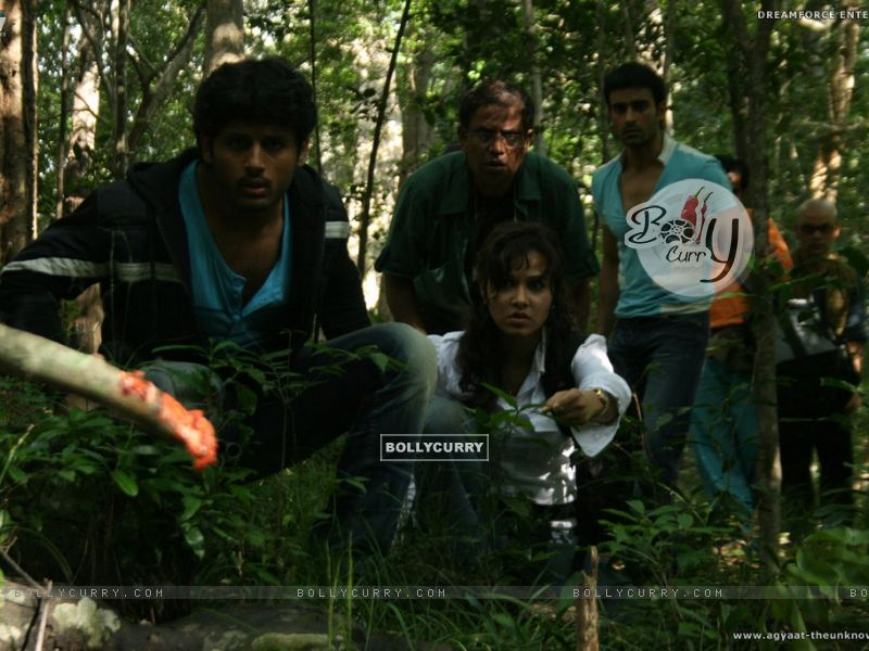 A still scene from Agyaat movie (20383) size:800x600