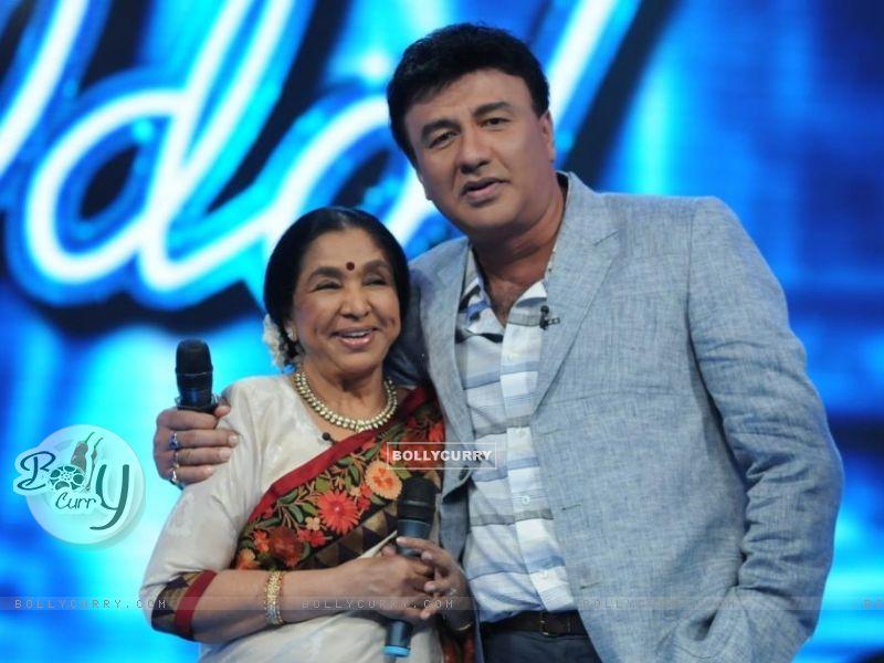 Asha Bhosle and Anu Malik on the set of Indian Idol 6 (204753) size:800x600