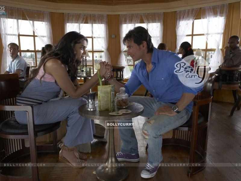 A still image of Saif and Deepika (31323) size:800x600