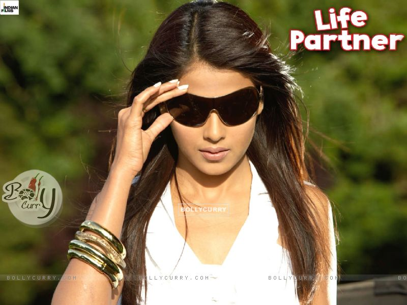 Sized images of Wallpaper of Genelia Dsouza from the movie Life Partner