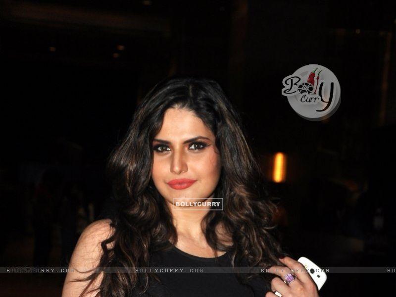 Zarine Khan (327237) size:800x600