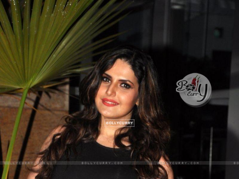 Zarine Khan (327239) size:800x600