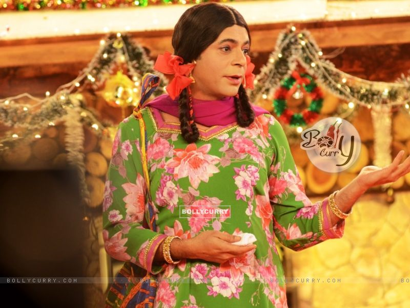 Sunil Grover aka Gutthi performs inside Bigg Boss 8 House (350325) size:800x600