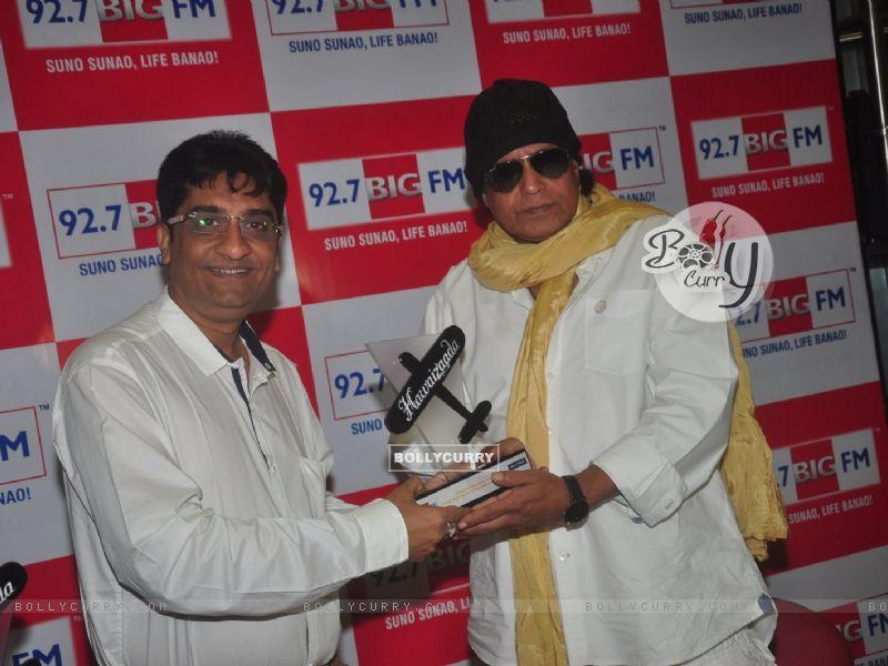 Mithun Chakraborty was snapped receiving BIG Hawaizaada Heroes award (354794) size:800x600