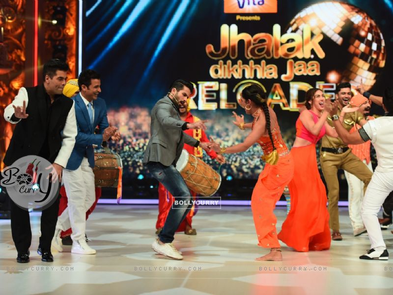 Shahid Kapoor on the Sets of Jhalak Dikhla Jaa Reloaded-8 (371098) size:800x600