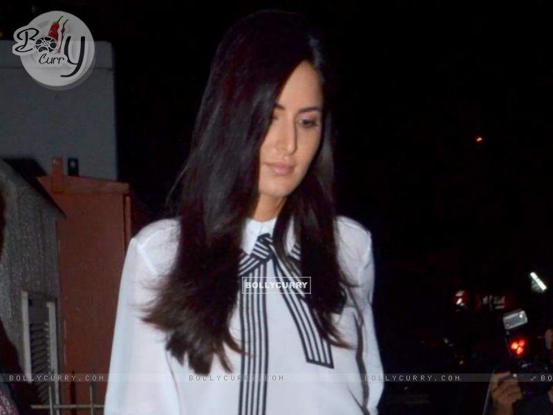 Katrina Kaif Snapped at Bandra (376002) size:800x600