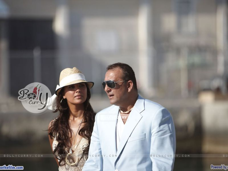 Lara Dutta with Sanjay Dutt (37747) size:800x600