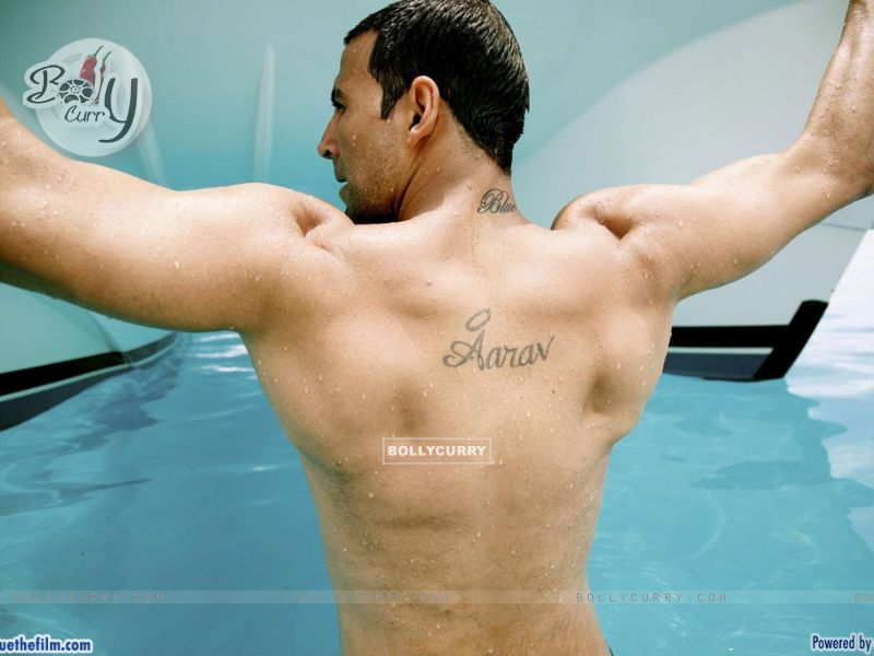 Akshay Kumar showing his body (37771) size:800x600