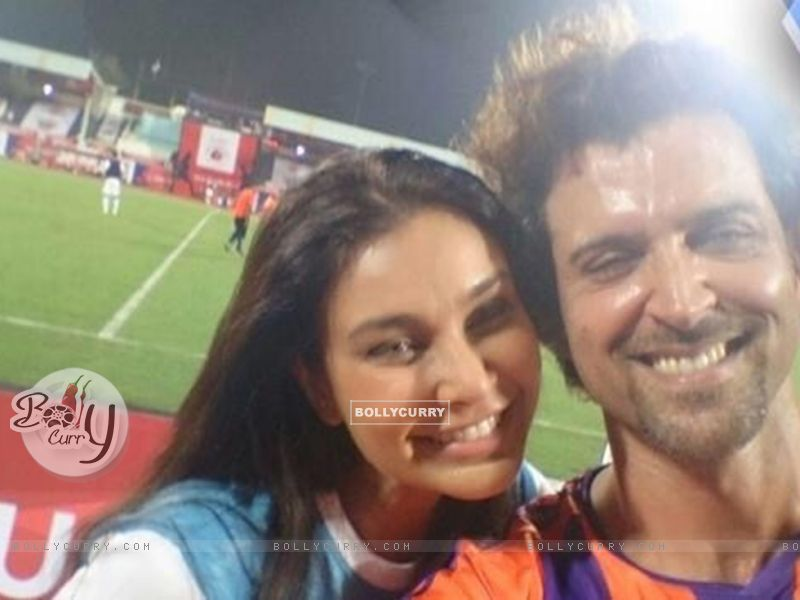 Lisa Ray and Hrithik Roshan at ISL Match (380428) size:800x600