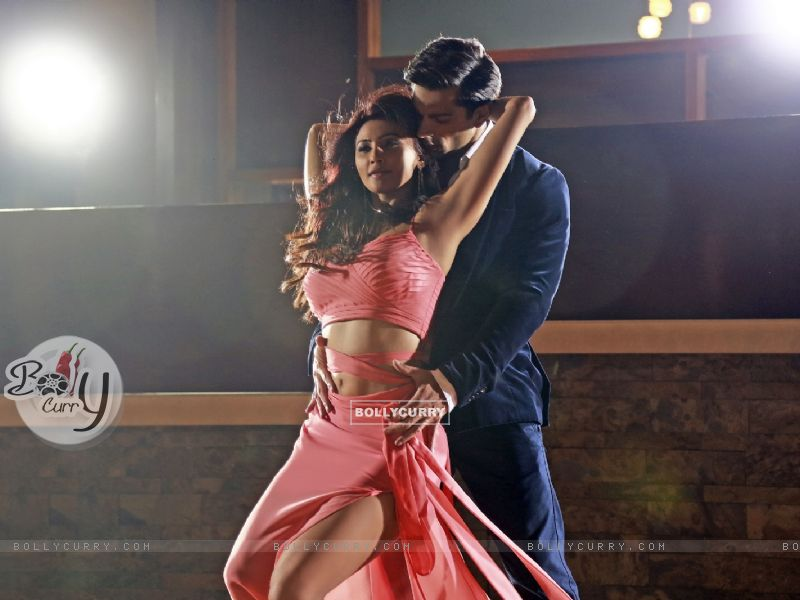 Karan Singh Grover and Daisy Shah Sizzles in 'Tu Isaq Mera' Song of Hate Story 3 (382615) size:800x600