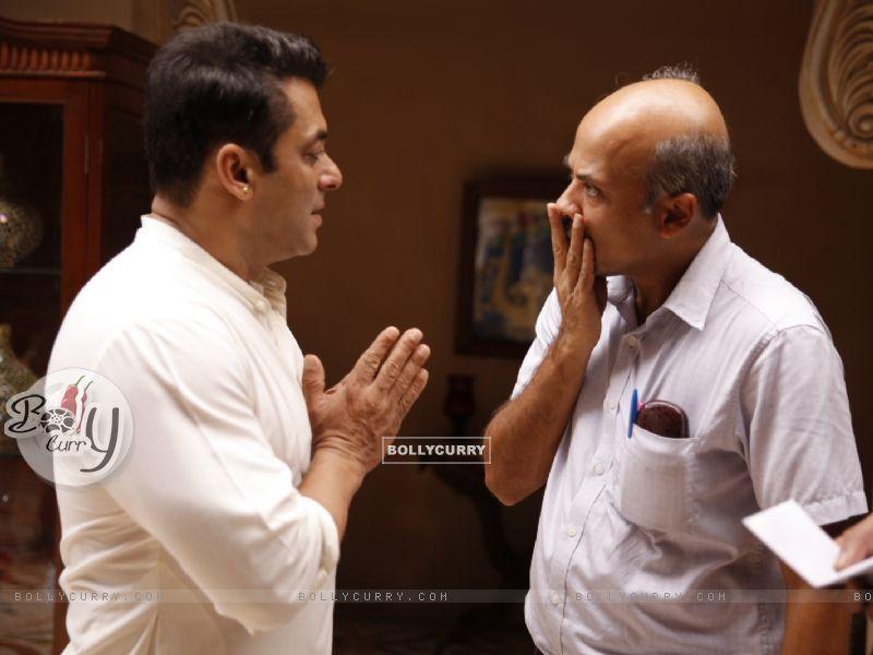 Salman Khan and Sooraj Barjatya on Sets of Prem Ratan Dhan Payo (384132) size:800x600