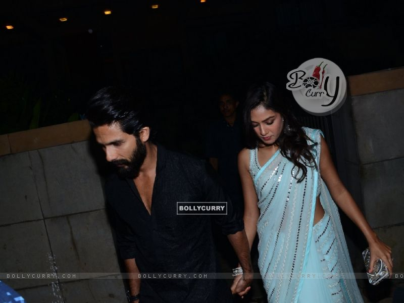 Shahid Kapoor and Mira Rajput Kapoor Snapped (384441) size:800x600
