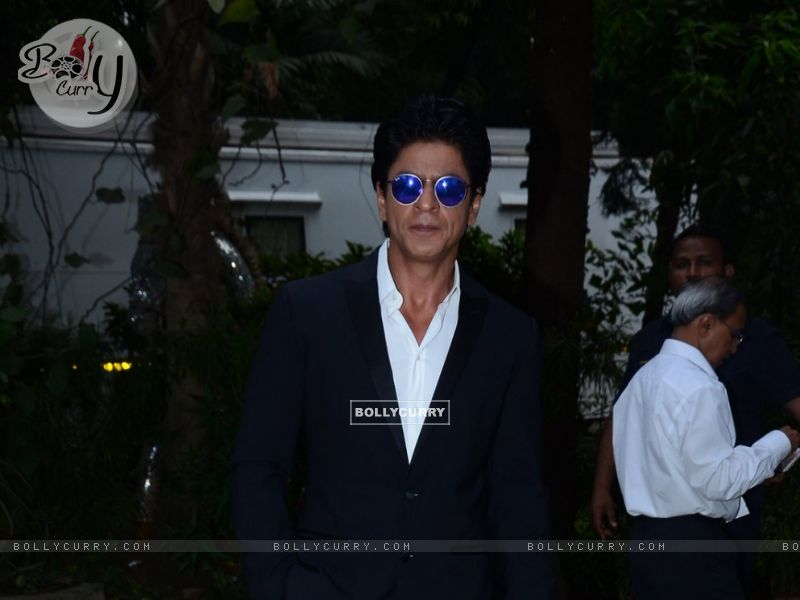 Shah Rukh Khan Snapped at Mehboob (384449) size:800x600