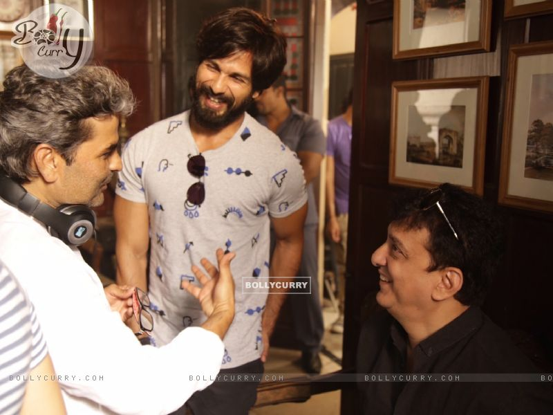 Shahid Kapoor, Vishal Bhardwaj and Sajid Nadiadwala Kick Starts Shooting of Rangoon (384931) size:800x600