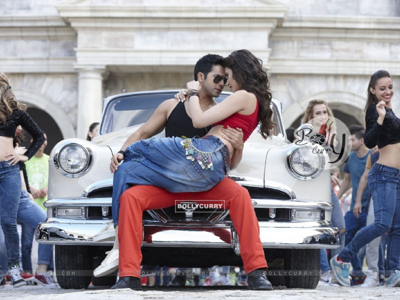 Varun- Kriti rocks in 'Manma Emotion Jaage' - second song of Dilwale (385776) size:800x600