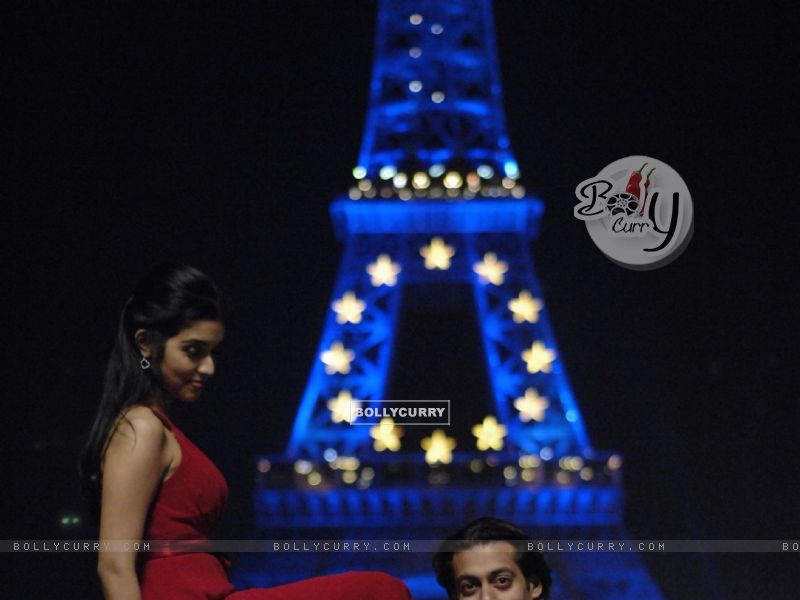 A still image of Salman and Asin (38593) size:800x600