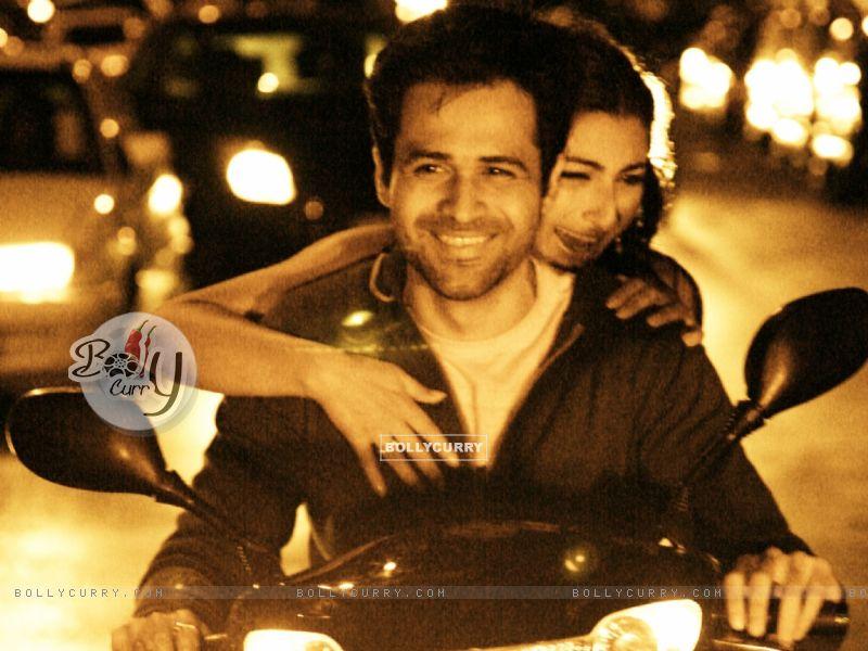 Emraan Hashmi and Soha Ali Khan sitting on a bike (38608) size:800x600