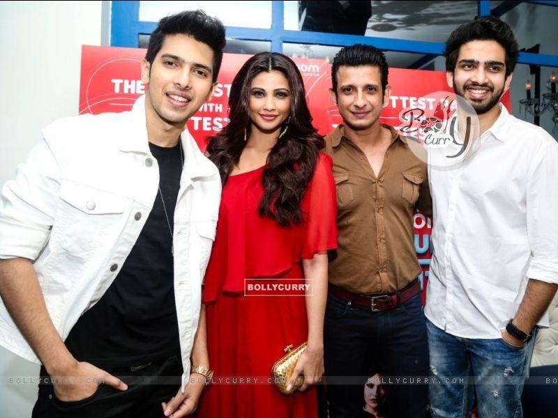 Daisy Shah, Sharman Joshi, Armaan and Amaal Mallik at an event (386183) size:800x600