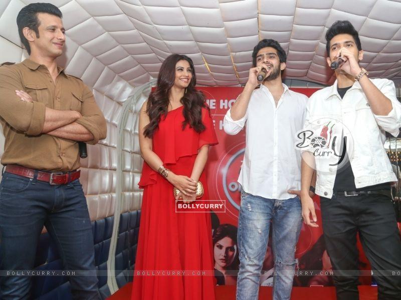 Daisy Shah, Sharman Joshi, Armaan Malik and Amaal Mallik at an event (386185) size:800x600