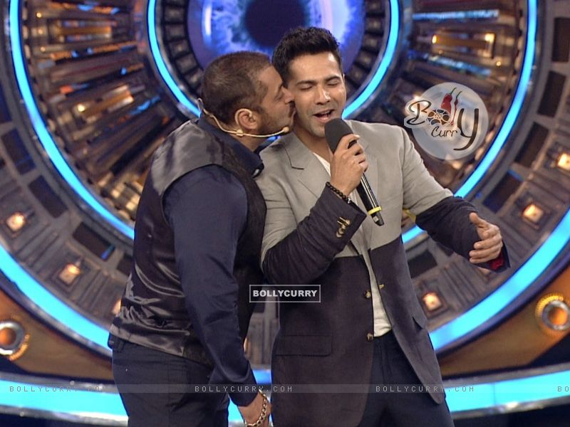 Salman Khan Kisses Varun Dhawan on Bigg Boss 9 (386193) size:800x600