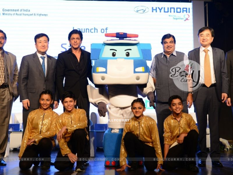 Shah Rukh Khan at 'Safe Move-Traffic Safety Campaign' (386390) size:800x600