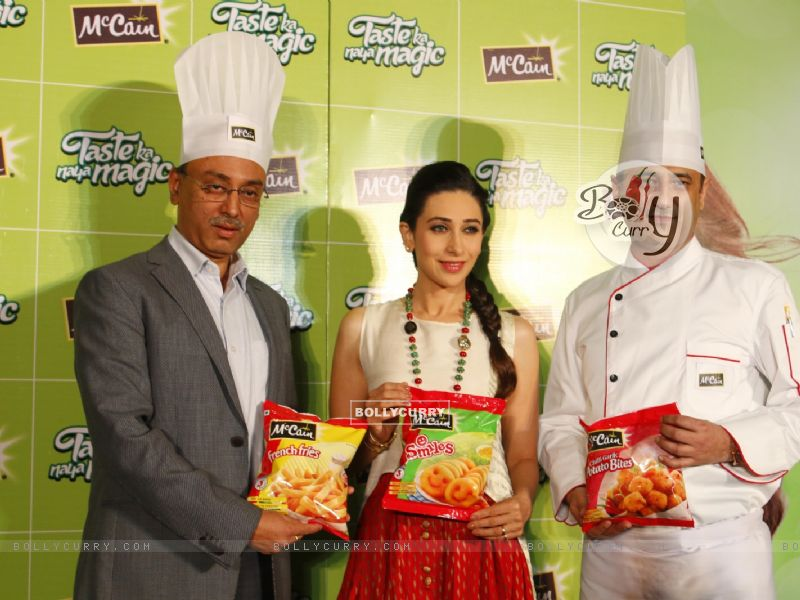Bollywood Actress Karisma Kapoor at Launch of McCain Food Products (386576) size:800x600