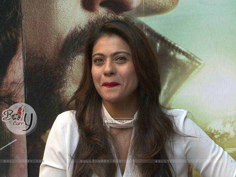 'Forever Young' Kajol Snapped During 'Dilwale' Interview (387358) size:800x600