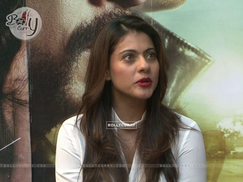 Kajol Looks Stunning During 'Dilwale' Interview (387359) size:800x600
