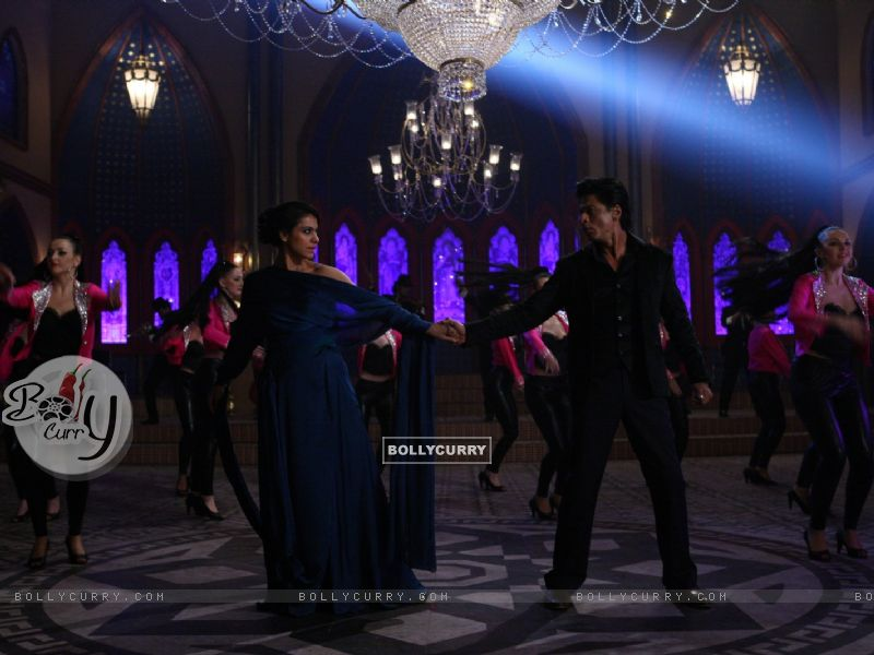 Shah Rukh Khan and Kajol in a Dance Scene - A still from Dilwale (387389) size:800x600