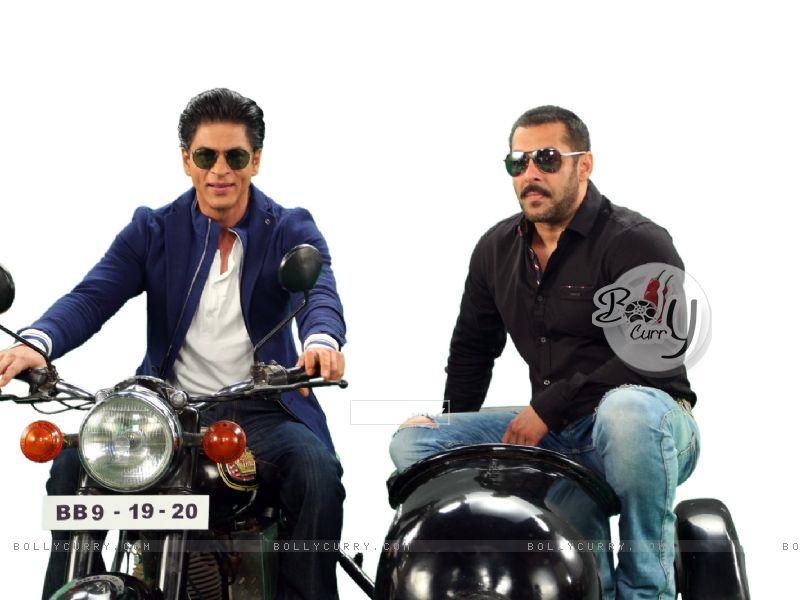 Shah Rukh Khan and Salman Khan on Bigg Boss 9 - 19th and 20th Dec (387809) size:800x600