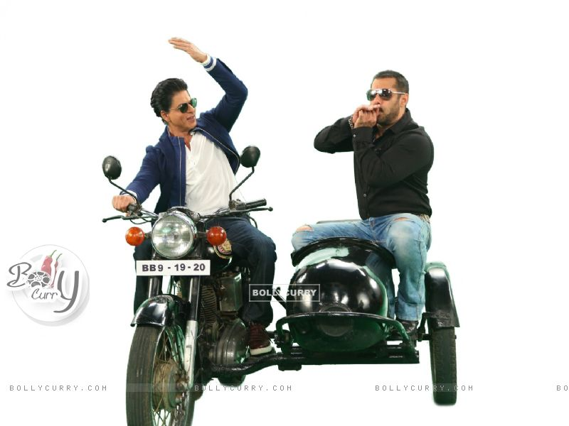 Shah Rukh Khan and Salman Khan on Bigg Boss 9 - 19th and 20th Dec (387810) size:800x600