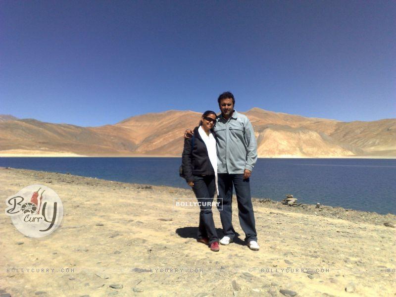 Sanjeev Seth and Lata Seth (38920) size:800x600