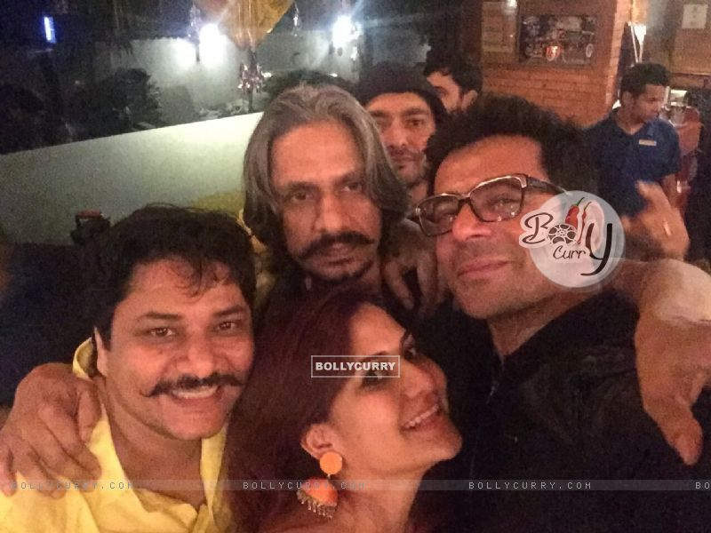 Vijay Raaz and Sunil Grover Celebrates Lohri at The PUMP Room Beer Factory (391464) size:800x600