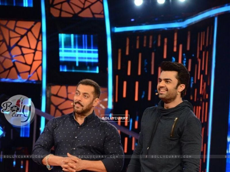 Manish Paul and Salman Promoting 'Tere Bin Laden : Dead or Alive' on the sets of Bigg Boss 9 (392127) size:800x600