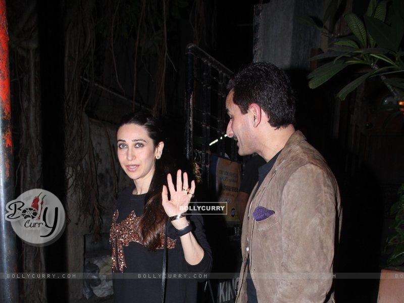 Karisma Kapoor Snapped with Saif Ali Khan (393376) size:800x600