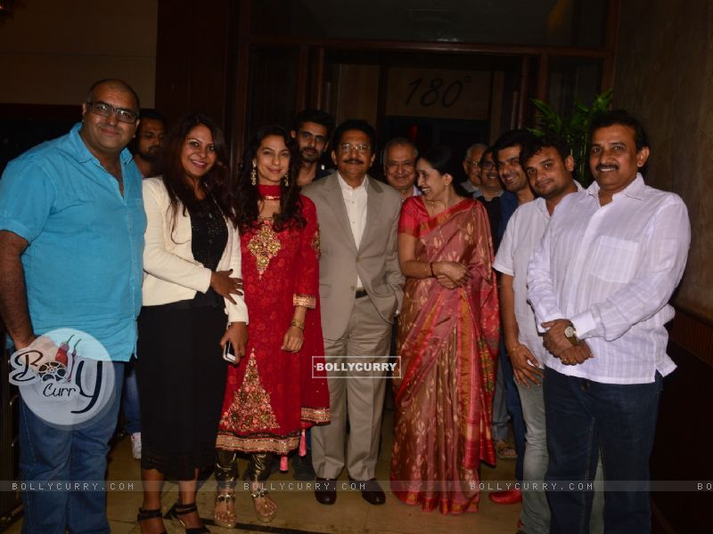 Juhi Chawla With Governor Of Maharashtra At Chalk N Duster Screening (394102) size:800x600