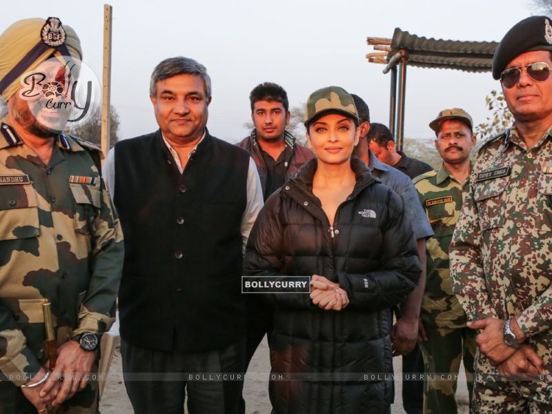Aishwarya Rai Bachchan Spend Time with BSF 'Jawans' While Shooting for Sarabjit (397466) size:800x600